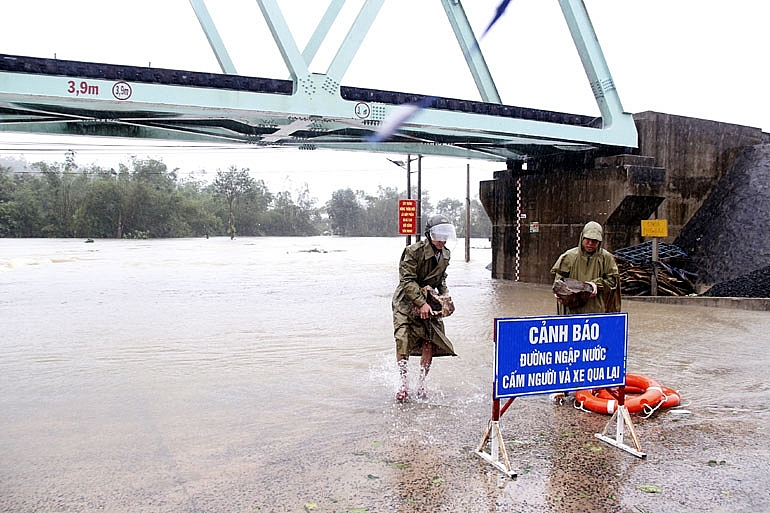 phu yen requests support to overcome consequences of natural disasters