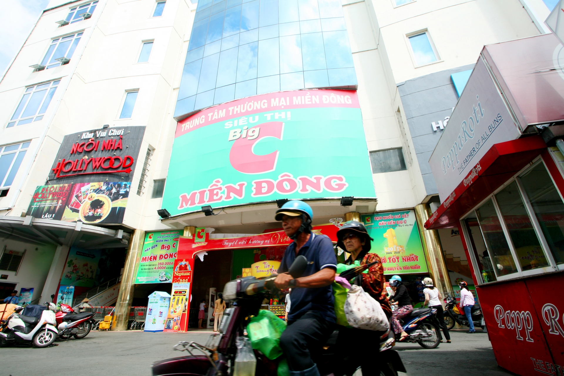 big c renamed to go and tops market in vietnam