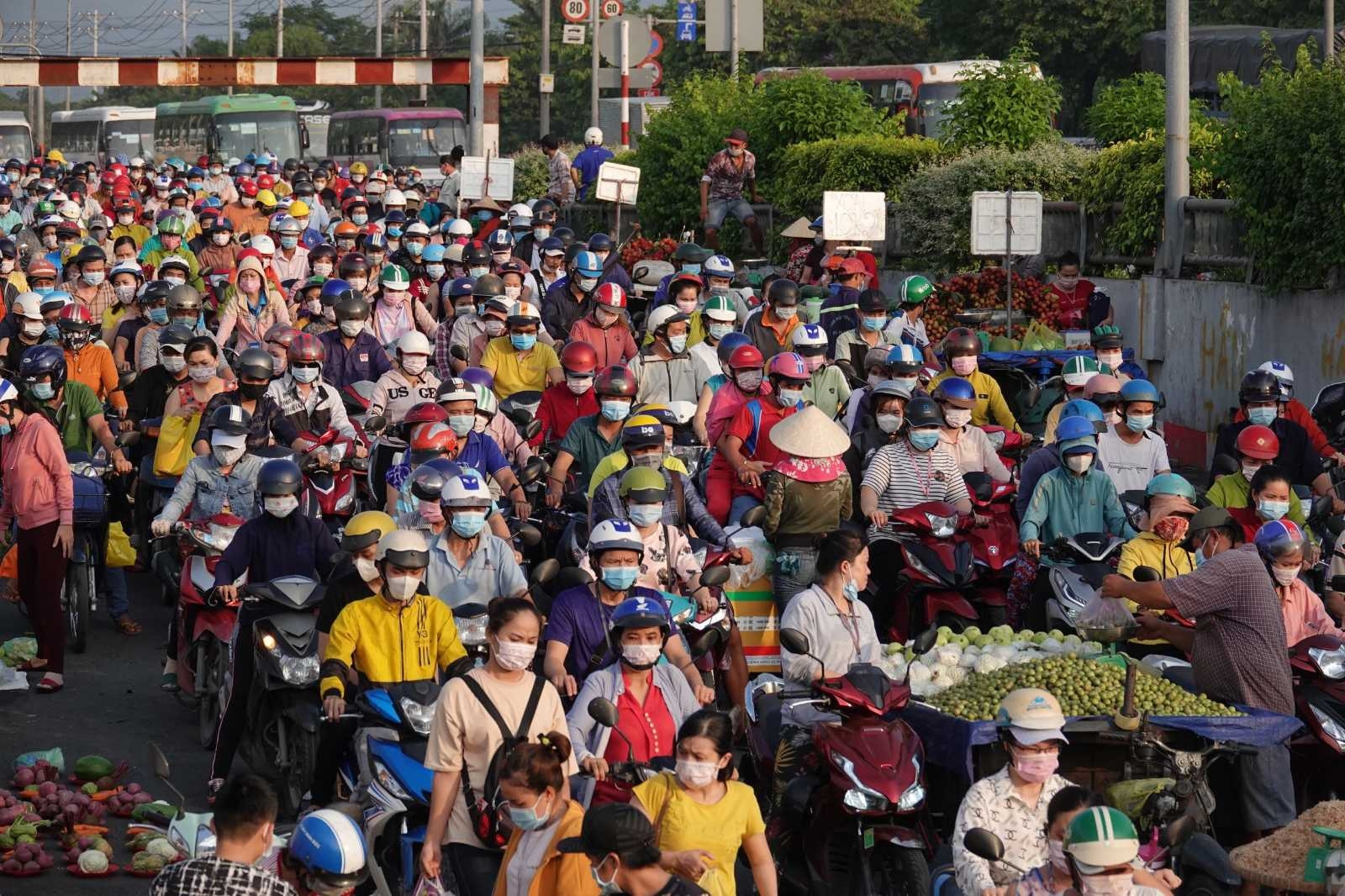 more than 1100 workers stopped working due to f1 case in pouyuen vietnam